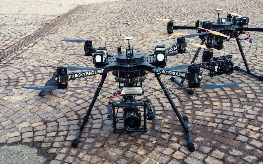 theblackdrone GmbH Filmset  Deka Investments . Kopfsteinpflaster . Hammer X8 Oktokopter zwei mal mit Freefly Movi M10 mit RED EPIC Dragon 6k und Cooke S4 Mini Objektiv und Canon 5D Mark III DSLR Kamera