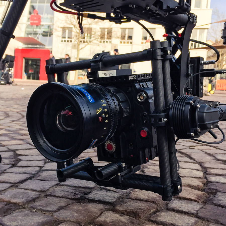 theblackdrone GmbH Filmset Deka Investments Kopfsteinpflaster . Hammer X8 Oktokopter Freefly Movi M10 mit RED EPIC Dragon 6k und Cooke S4 Mini