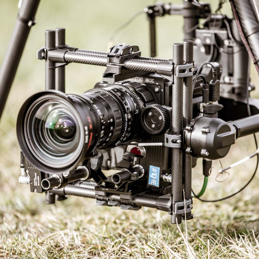 theblackdrone RAWcopter Oktokopter Drone Drohne Multikopter RED EPIC-W Helium 8K Kamera an Freefly MoVi Pro mit Angenieux 15-40mm Optimo Zoom Objektiv . Zoomlens . RTmotion FIZ Control