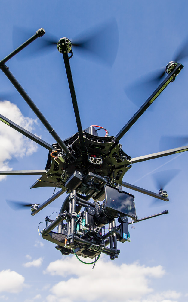 theblackdrone RAWcopter Oktokopter Drohne RED Helium 8K . Angenieux Optimo Zoom RTmotion FIZ control in Freefly Movi Pro