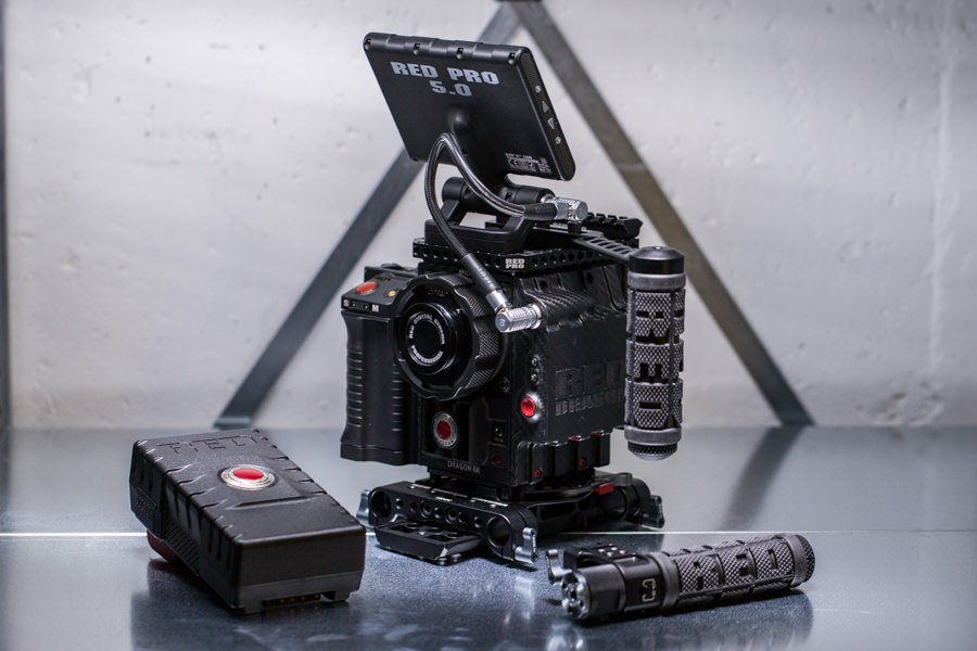 RED EPIC Dragon 6K Carbon Edition Closeup vom Lüfter und Recordknopf Carbonmuster