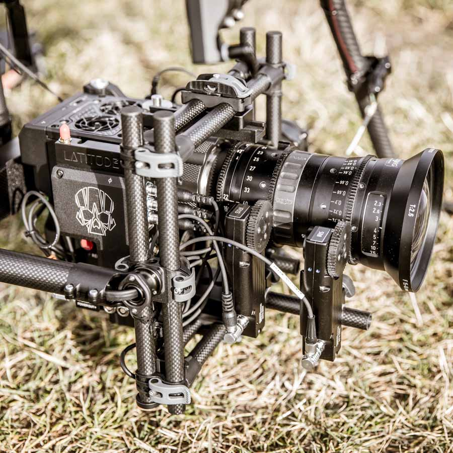 RED EPIC-W Helium 8 K Kamera mit Angenieux Optimo 15-40mm Zoom und FIZ Control in Movi Pro